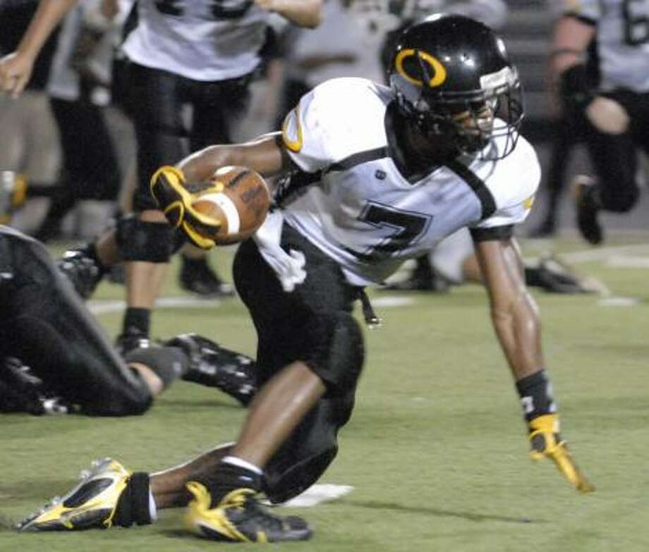 Klein Oak's Terrence Robinson has churned out 1,143 yards rushing this season. Photo: TONY BULLARD, FOR THE CHRONICLE