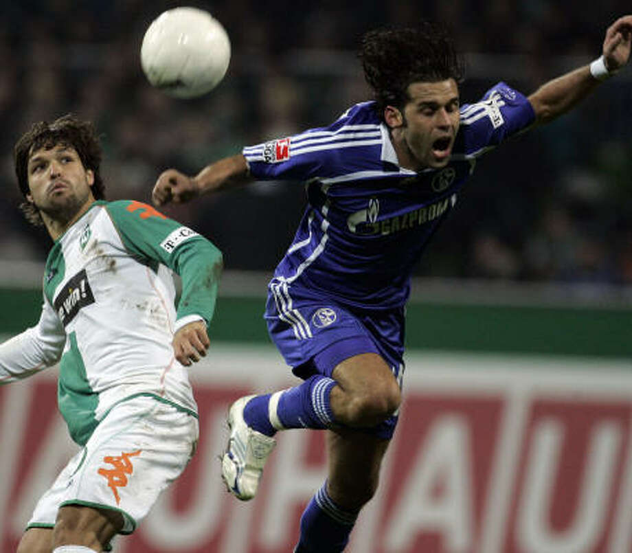 Lincoln (right) and Schalke are now the No. 1 team in Germany. Photo: KAI-UWE KNOTH, AP