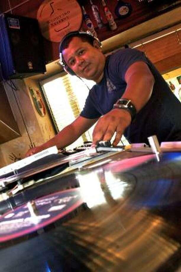 Bogart Tejeda es quizás uno de los DJs más reconocidos de Houston Photo: Eric S. Swist, Para La Vibra