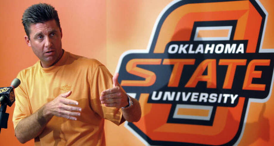 """Oklahoma State football coach Mike Gundy came to the defense of quarterback Bobby Reid in his postgame news conference Saturday after reading a newspaper column that he said """"belittled"""" and """"took cheap shots"""" at the junior from North Shore High School. Photo: Matt Strasen, AP"""