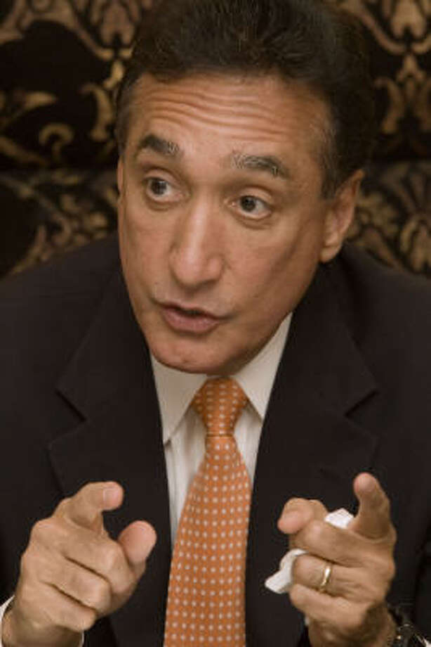 Former San Antonio Mayor and housing secretary Henry Cisneros, shown last year,  addressed the Hispanic Scholarship Consortium in Austin on Monday. Photo: Bill Olive, For The Chronicle
