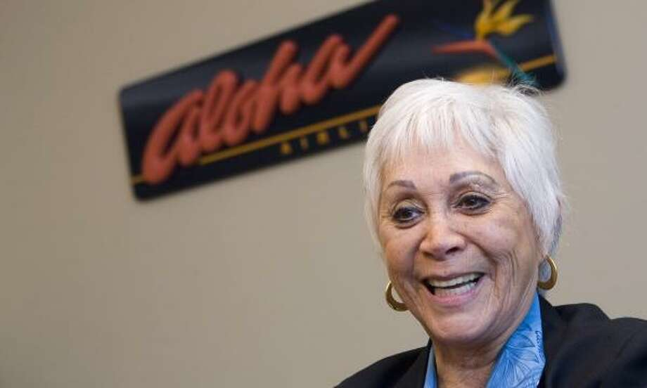 Aloha Airlines flight attendant Patti Smart retires today after more than a half-century of flying. She started at the company when she was 18. Photo: MARCO GARCIA, ASSOCIATED PRESS
