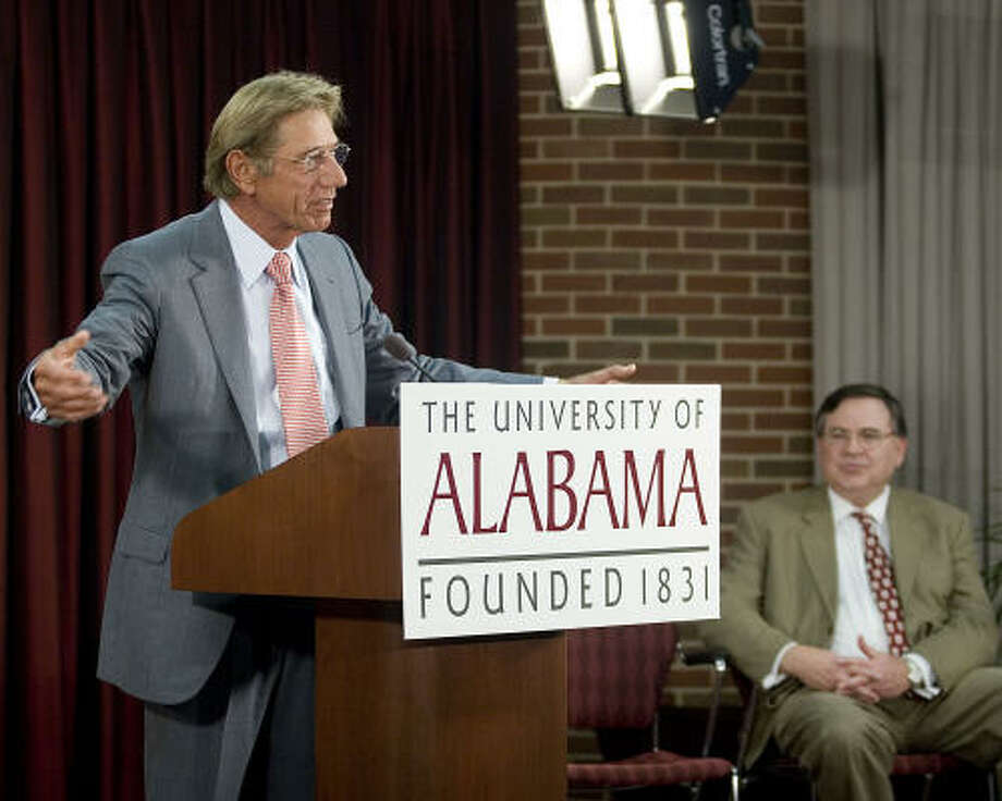 Former Alabama and NFL quarterback Joe Namath talks to the media about getting his Bachelor of Arts at the University of Alabama in Tuscaloosa, Ala. Photo: Porfirio Solorzano, AP