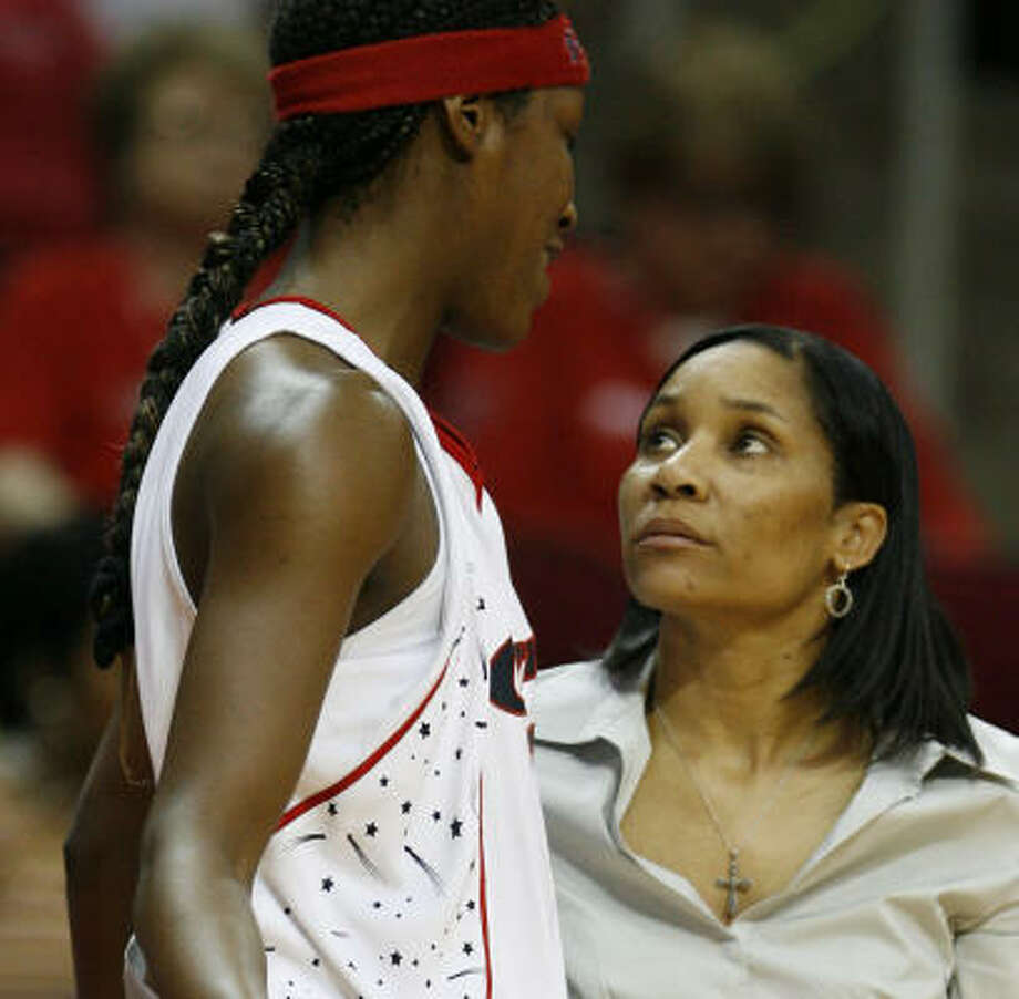 Coach Karleen Thompson (right) said she has seen glimpses of the good things the Comets can do. Photo: James Nielsen, Houston Chronicle