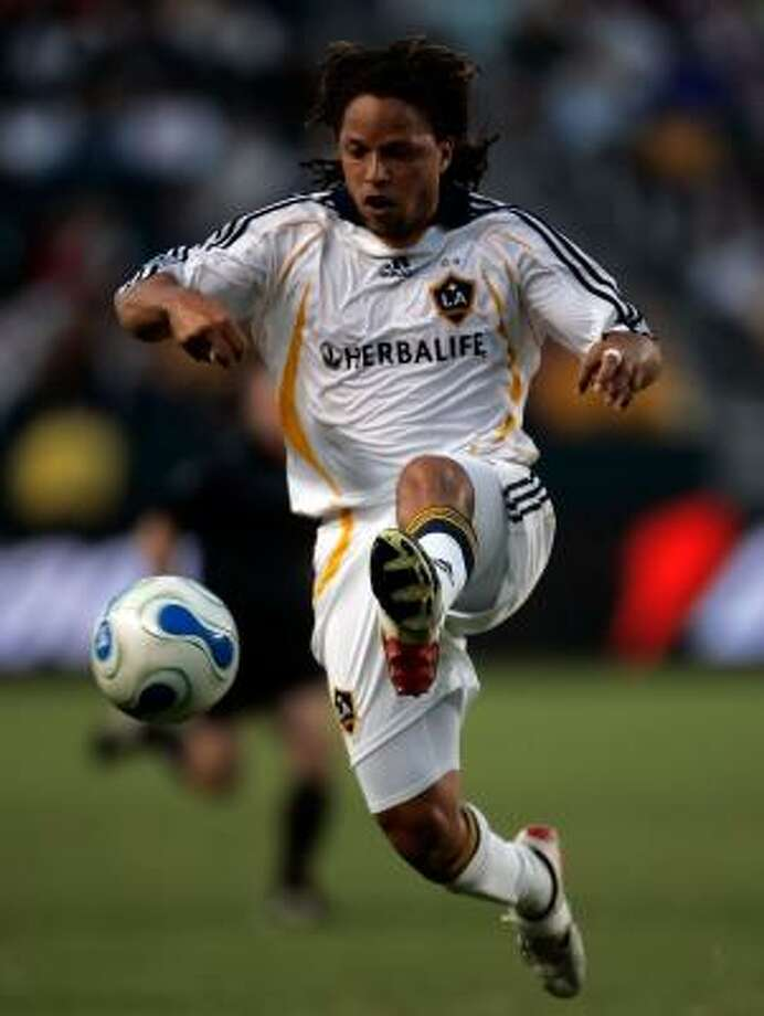David Beckham's out, but Dynamo fans will witness one of the last games in the career of Cobi Jones, pictured, today. Photo: JEFF GROSS, GETTY IMAGES
