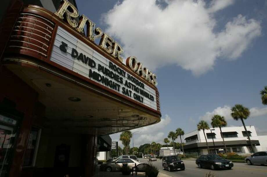 Weingarten Realty now faces a 90-day waiting period if it wants to demolish the River Oaks Theatre. Photo: MELISSA PHILLIP, CHRONICLE
