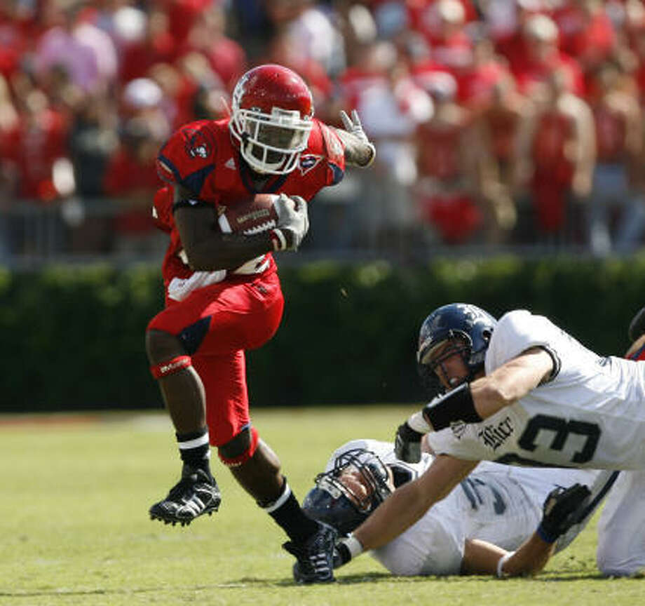 The Houston Cougars would boost their chances in C-USA's West Division chase with a win over UTEP today. Photo: Kevin Fujii, Houston Chronicle