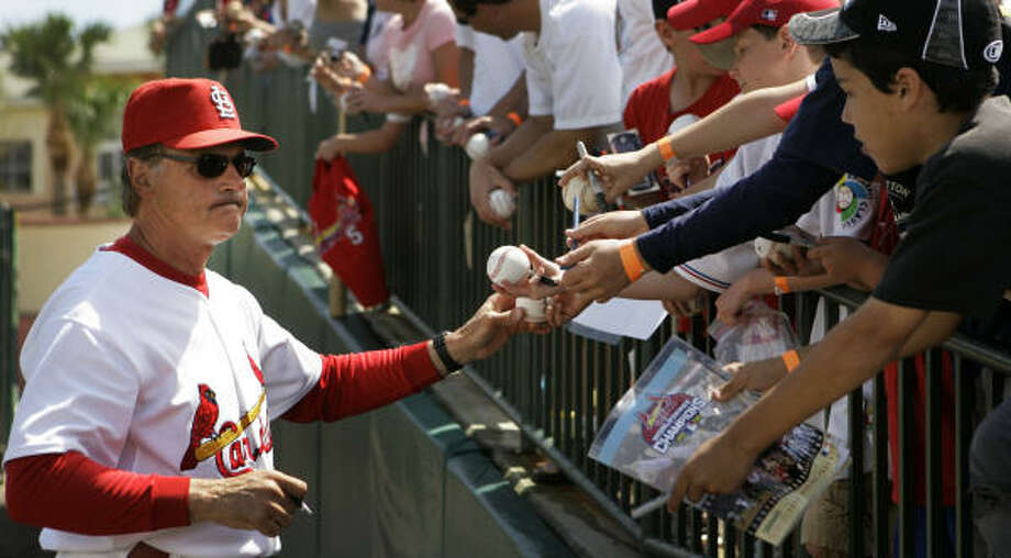 St. Louis Cardinals manager Tony La Russa, who was arrested early Thursday in Jupiter, Fla., on a charge of drunken driving, was signing autographs hours later before his team's game against Florida. Photo: Charlie Riedel, AP