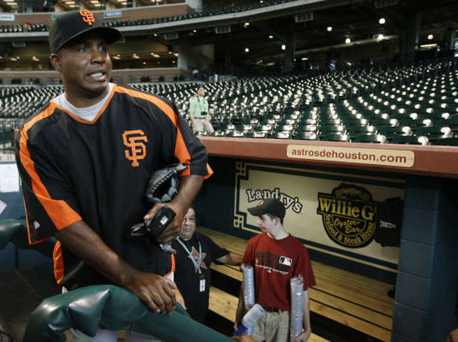Barry Bonds' pursuit of Hank Aaron's all-time home run record will be one of the things to watch in the second half. Photo: Karen Warren, Chronicle