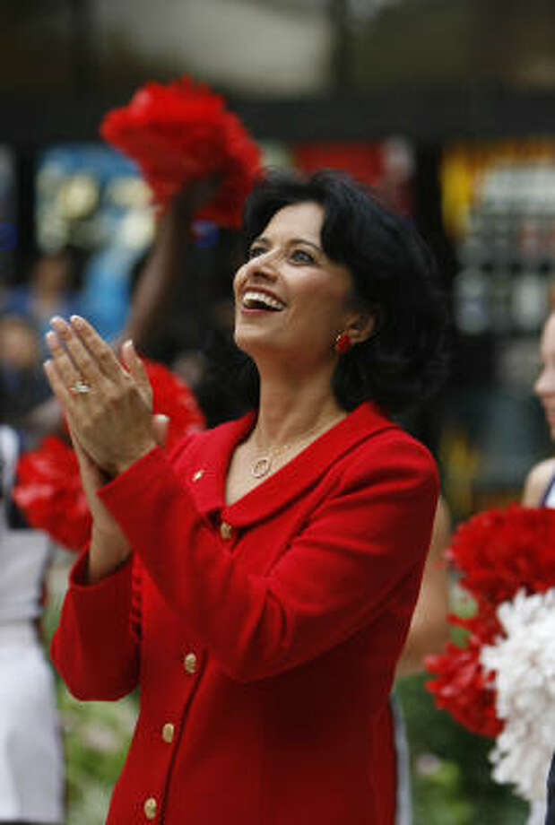 New University of Houston president Renu Khator reacts to student applause at the University Center during a meet-and-greet pep rally Monday. Photo: Karen Warren, Chronicle