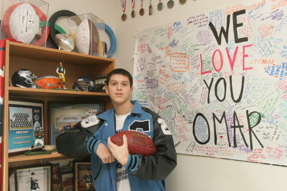 Omar Amin, 16, a sophomore and member of the varsity football team at Clements High School, is fighting leukemia. Photo: Suzanne Rehak, For The Chronicle