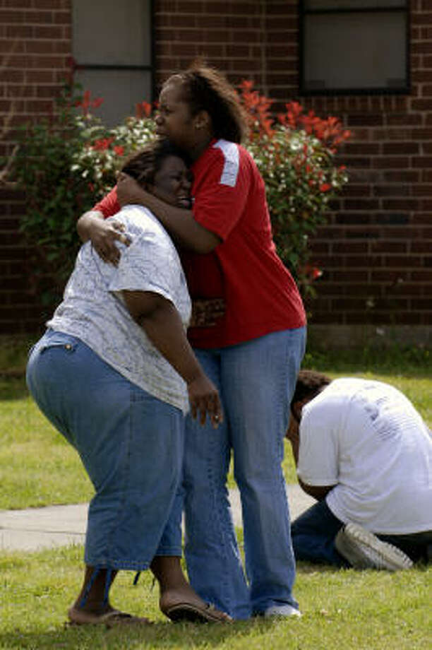Family members of Alicia Ross break down outside of her apartment in Dayton. Photo: Craig Prejean, For The Chronicle