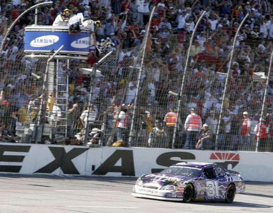 Jeff Burton takes the checkered flag to win the Samsung 500 at Texas Motor Speedway. Photo: Ron Heflin, AP