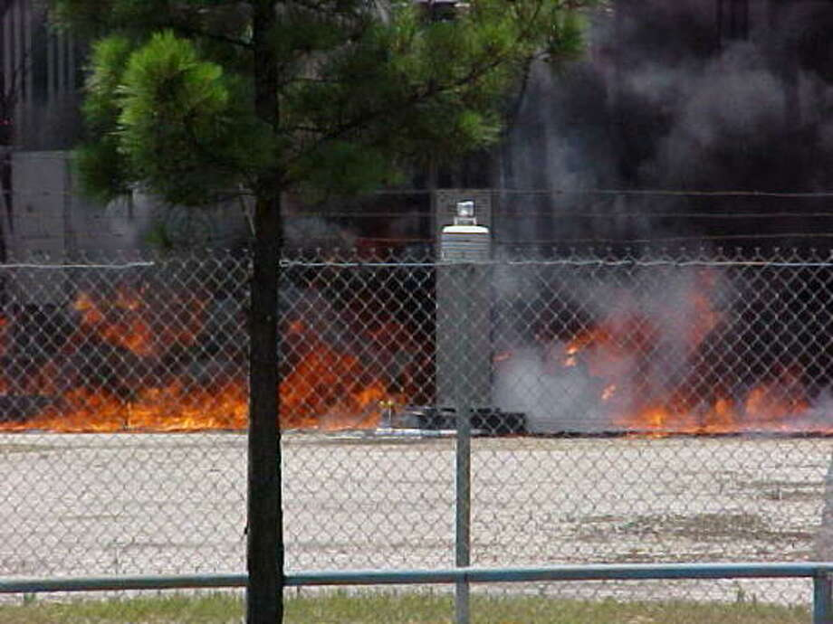 A column of thick black smoke billowed over the 2900 block of the Southwest Freeway as fire broke out at an electrical substation shortly before 1 p.m., causing a power outage for 17,000 homes and businesses. Photo: Mike Williams, CHRONICLE