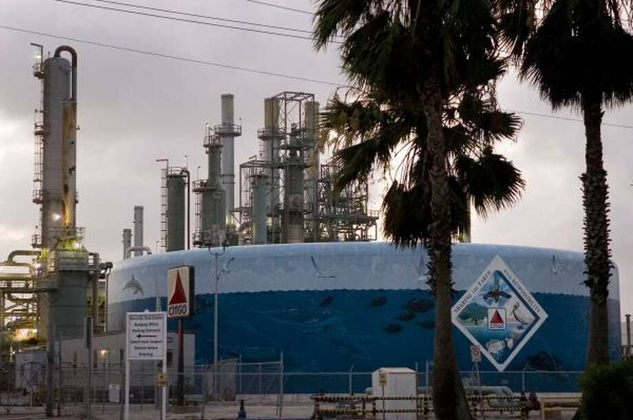 Tanks at Citgo's Corpus Christi refinery appeared to be ponds, attracting birds which landed in oil and died, a federal judge has ruled. Photo: EDDIE SEAL, FOR THE CHRONICLE