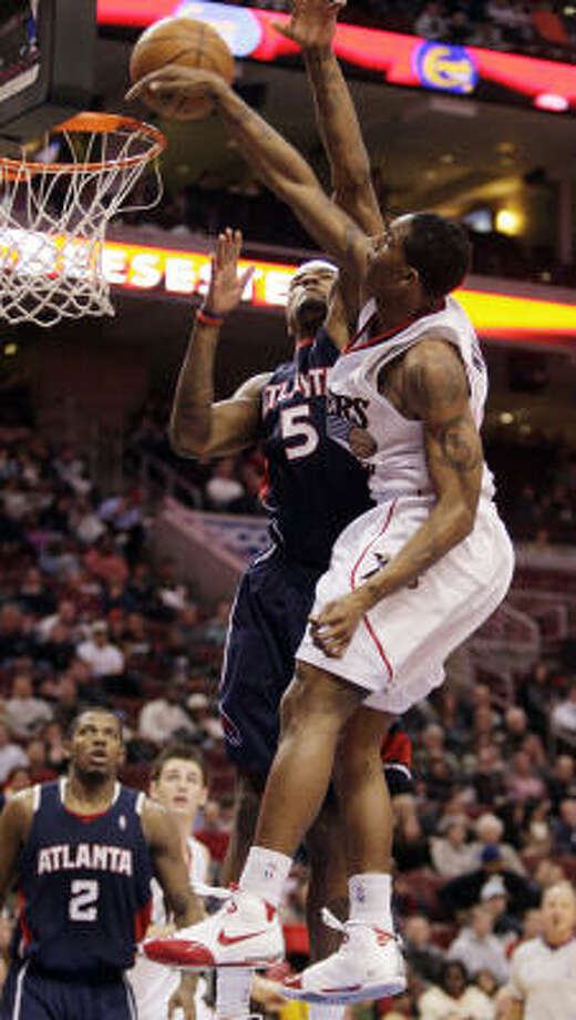 Hawks forward Josh Smith (5) goes up high to reject a shot by 76ers guard Louis Williams. Photo: Ron Cortes, MCT