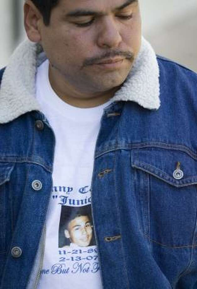 Daniel Castillo wears a picture of his son on his T-shirt. Photo: SMILEY N. POOL, CHRONICLE