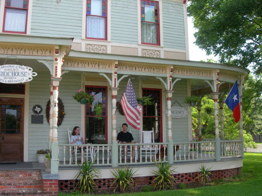Guests at Jefferson's Pride House, billed as Texas' first B&B, enjoy breakfast on the porch. Photo: Eileen McClelland, Chronicle