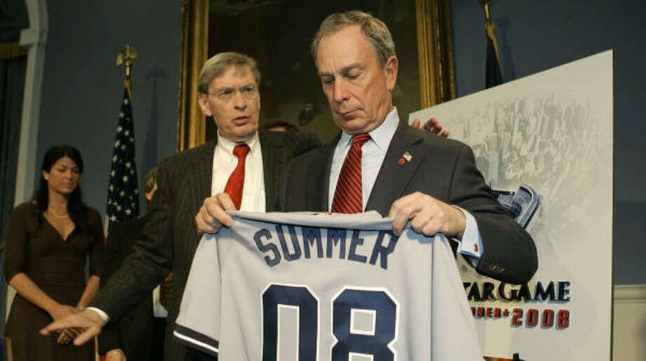 Baseball commissioner Bud Selig, left, and New York Mayor Michael Bloomberg make the big announcement that New York City will host the 2008 All-Star Game. Earlier, Selig vetoed Barry Bonds' one year contract with the Giants for 2007. Photo: Kathy Willens, AP
