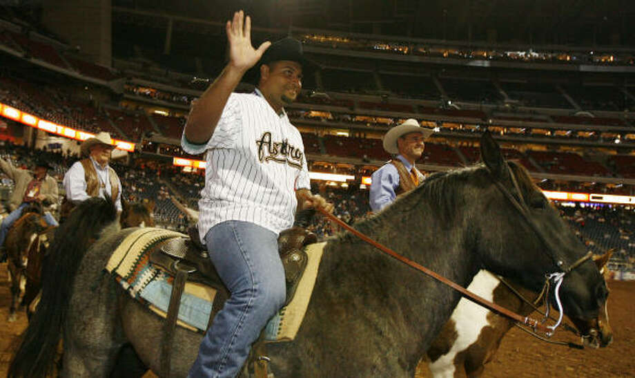 Carlos Lee rode in the Grand Entry of Thursday night's competition, alongside rodeo vice president Skip Wagner. Photo: James Nielsen, Chronicle