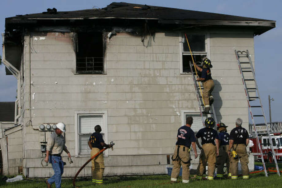 Houston firefighters work the scene of a fire that killed a child this morning in an apartment at the intersection of Lynn and Meridian. Photo: James Nielsen, Chronicle