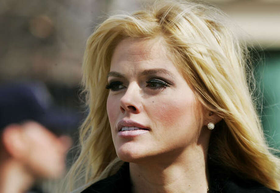 The step begins a process in which Anna Nicole Smith's assets will be identified and the court will determine how they should be distributed. The will left the entirety of her estimated $710,000 in assets to her now-deceased son. Photo: MANUEL BALCE CENETA, AP File