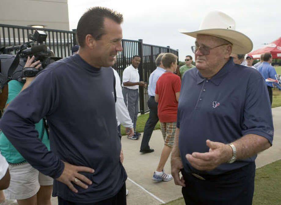 Gary Kubiak met with Bum Phillips last week at camp; he takes on Bum's son on Saturday night. Photo: Brett Coomer, Houston Chronicle