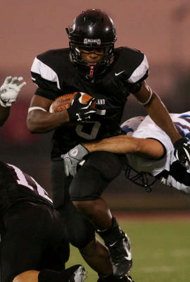 Kasey Carrier (5) and Pearland take on Kempner in the bidistrict round of the Class 5A football playoffs at 7:30 p.m. on Friday at Abshire Stadium in Deer Park. Photo: Thomas Shea, For The Chronicle