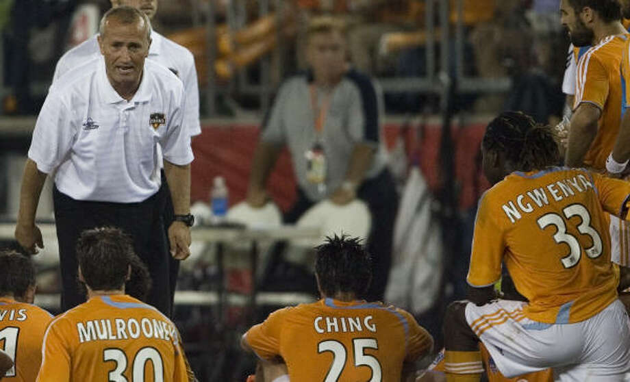 Dominic Kinnear (shown against FC Dallas in the playoffs) is a two-time champ as a head coach. Photo: Smiley N. Pool, Chronicle