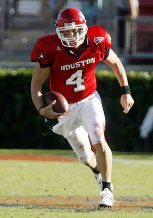 Houston's Kevin Kolb is not known for his legs, but his 4.78 40-yard dash time was sixth among QBs who ran at the NFL combine. Photo: Billy Smith II, CHRONICLE