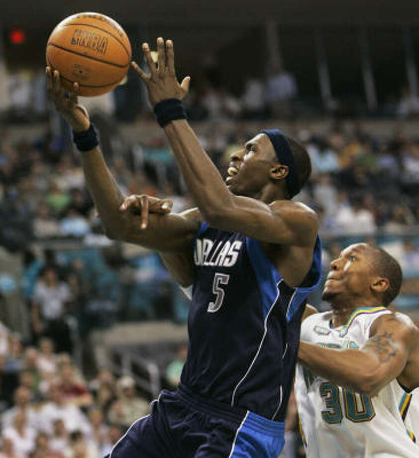 The Mavericks' Josh Howard, who had 25 points and 10 rebounds, is fouled by the Hornets' David West, right, in the second quarter. Photo: Sue Ogrocki, Associated Press