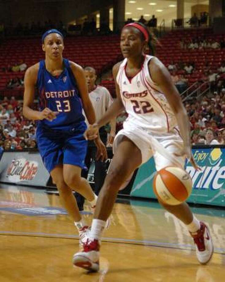 Sheryl Swoopes, right, works her way around Detroit Shock's Plenette Pierson, a Kingwood product. Photo: Staci Gray, AP