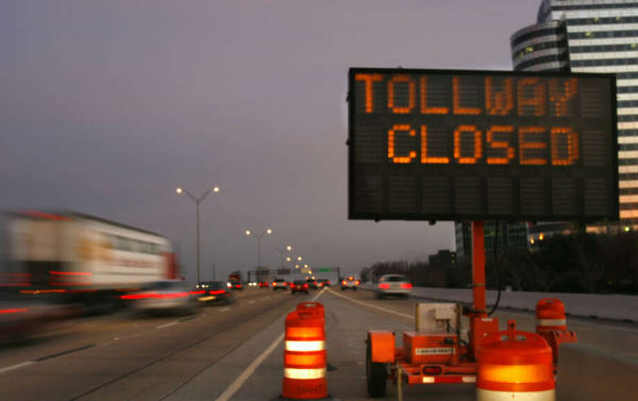 A sign near the Briar Forest exit on the west Sam Houston Tollway notifies drivers of work that is scheduled to begin tonight. Photo: Johnny Hanson, For The Chronicle