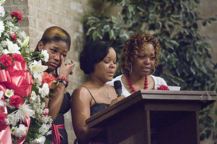 Kennisha Hicks, left, Kendria Smith and Ashley Walton read a poetic tribute to Tynesha Stewart. Photo: Billy Smith II, HOUSTON CHRONICLE