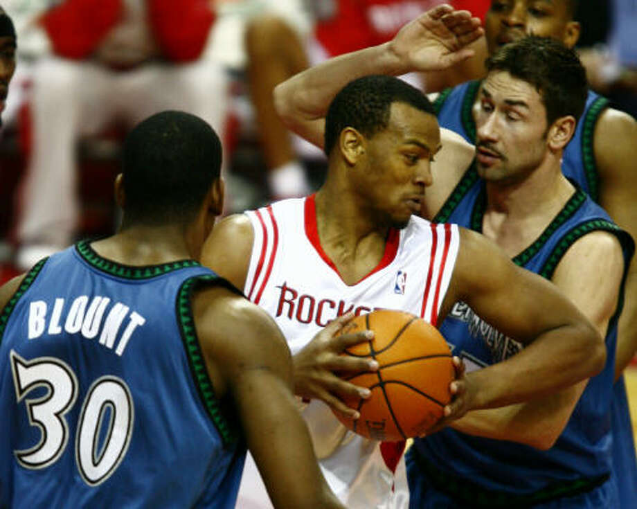 Chuck Hayes, center, and the rest of the Rockets will have to be at their physical and mental best Friday night as they take on a more formidable opponent than they've seen in a while in the Dallas Mavericks. Photo: Steve Ueckert, Chronicle