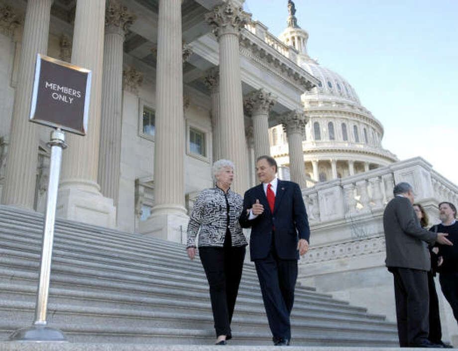 Rep. Nick Lampson, D-TX., right, and wife Susan, on the House of Representatives steps at the Capitol on Jan. 4. Lampson is recovering from recent bypass surgery. Photo: LINDA SPILLERS, For The Chronicle