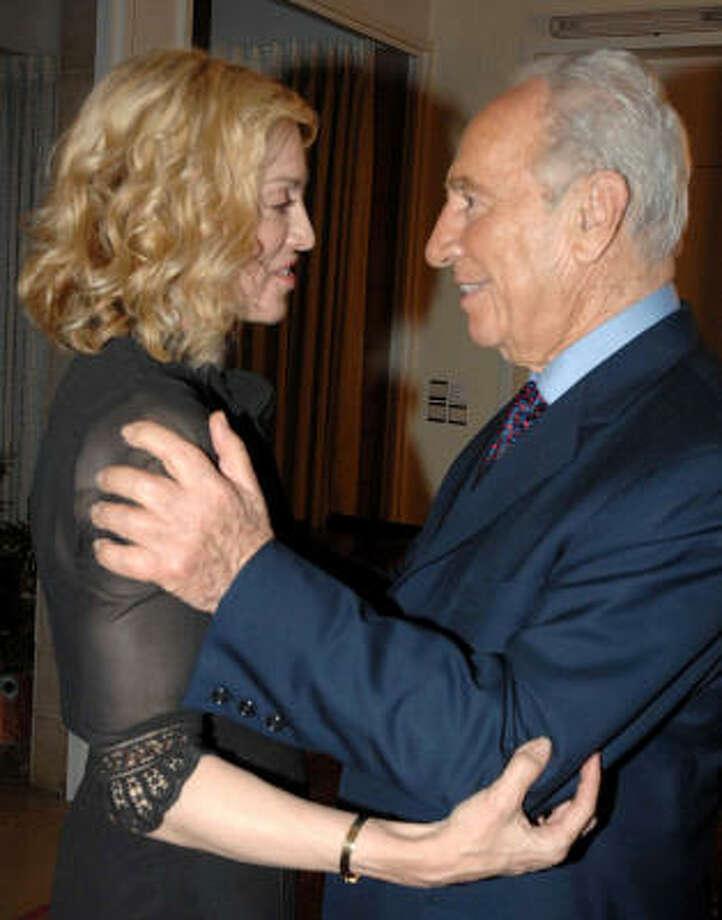 Madonna speaks with Israeli President Shimon Peres in Jerusalem. Photo: MOSHE MILNER, AFP/Getty Images