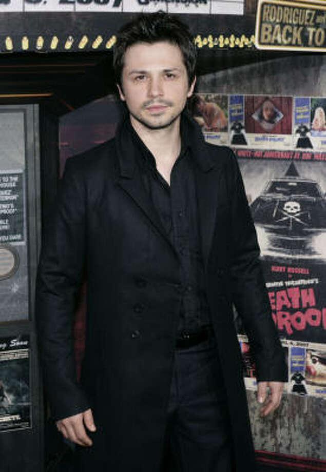 El actor Freddy Rodríguez llega a la premiere de  Grindhouse en Los Angeles, el lunes 26 de marzo del 2007. Photo: Matt Sayles, AP