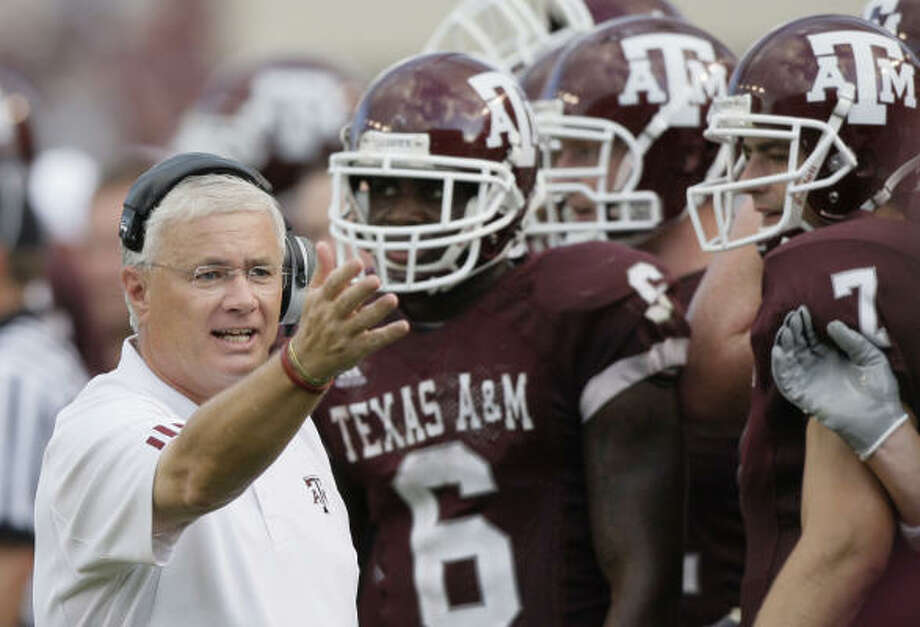 Through his VIP Connection newsletter, Texas A&M head coach Dennis Franchione sometimes provided injury information, discussed specific recruits and accepted outside sports-related income without getting it approved through proper school channels. Photo: David J. Phillip, AP
