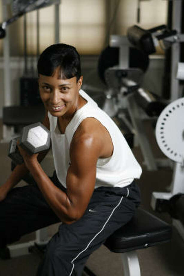 Cherrise Traylor, a personal trainer at the Toning Zone, says her workout includes weight training to grow muscles because they burn fat more efficiently. Photo: Nick De La Torre, Chronicle