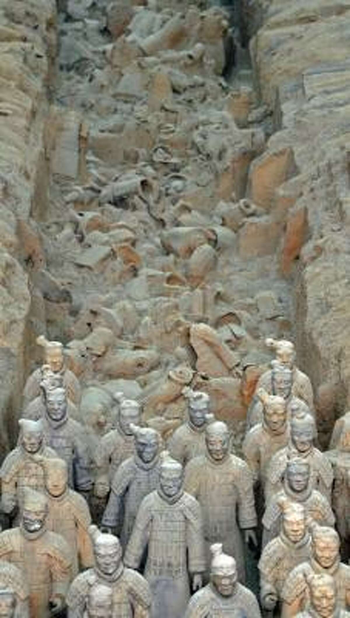An exhibit of life-size clay sculptures from the tomb of Emperor Qin Shihuangdi will go on exhibit in Houston in May 2009.