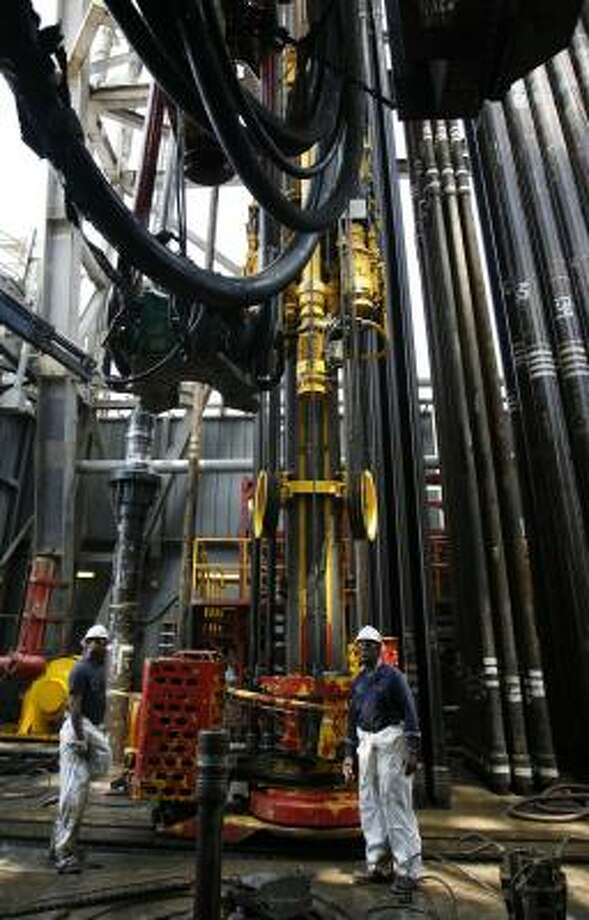 A drill pipe string is brought up on the drillship Discoverer Deep Seas. Photo: KAREN WARREN, CHRONICLE