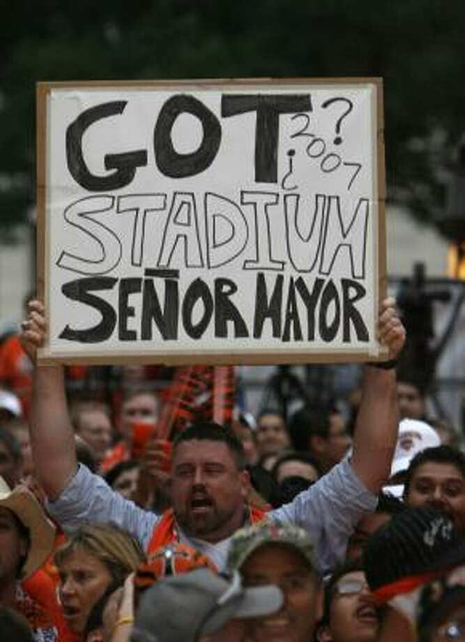 The city and team say the sale would not affect plans to build a downtown stadium. Photo: KAREN WARREN, CHRONICLE