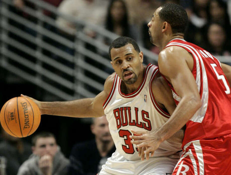 Chicago's Malik Allen drives against Juwan Howard. Howard helped the Rockets' cause with 16 points, second most on the team to Tracy McGrady's 31. Photo: Nam Y. Huh, AP