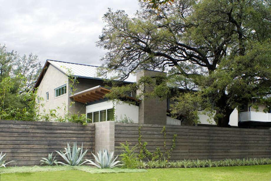 The McDugal Residence, at 2526 Bellmeade, designed by Glassman Shoemake Maldonado, is on the AIA-Houston Home Tour. Photo: Paul Hester, AIA-Houston