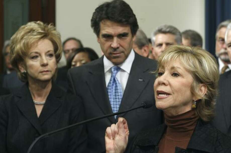 Rep. Geanie Morrison, left, and Sen. Florence Shapiro, right, will sponsor legislation containing Gov. Rick Perry's plan. Photo: HARRY CABLUCK, ASSOCIATED PRESS