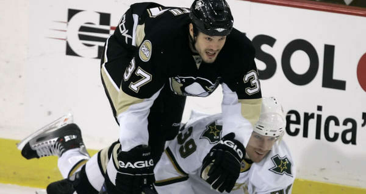 Jarrko Ruutu (37) and Pittsburgh were able to win after a six-day layoff.