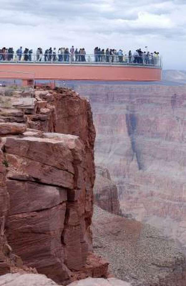 Stroll Across Grand Canyon Skywalk Costs 75 Houston Chronicle