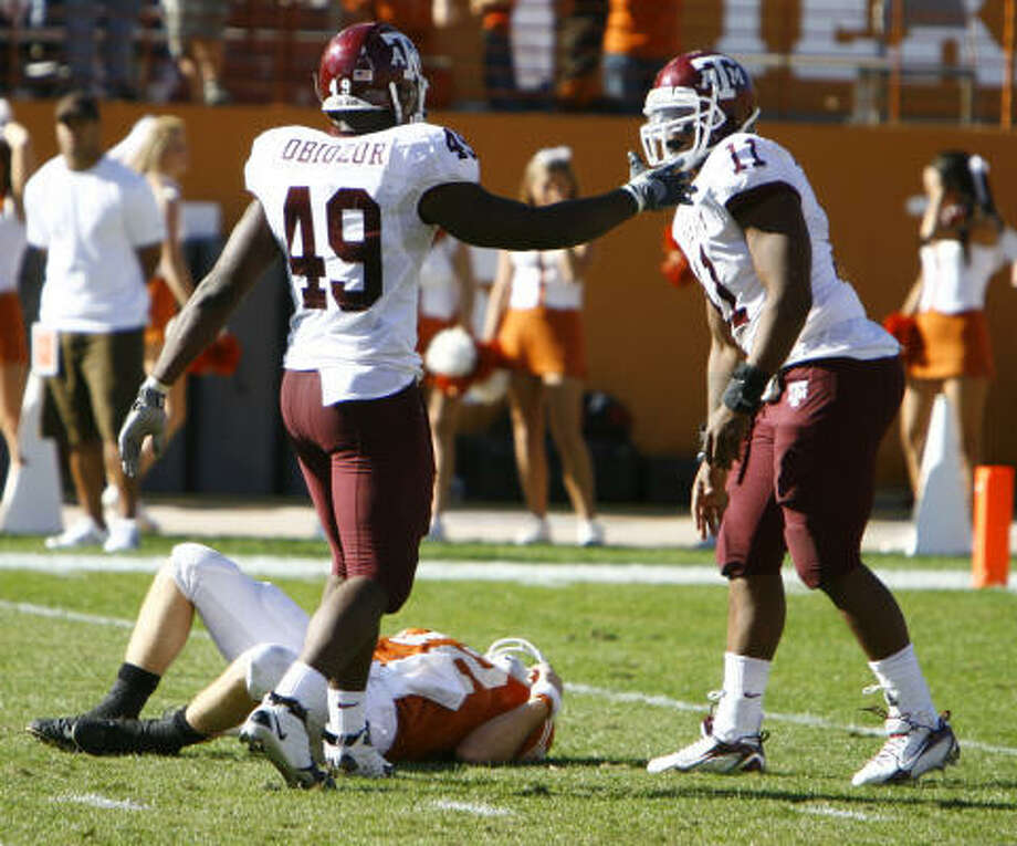 The Big 12 Conference acknowledged that a late hit should have been called on Texas A&M's  Michael Bennett, right, for the blow that knocked    Texas quarterback Colt McCoy out of the game. Photo: Nick De La Torre, CHRONICLE