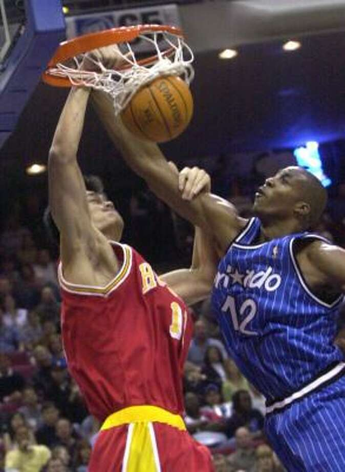 Yao Ming, left, gets the best of this encounter with Dwight Howard in 2005. Photo: PETER COSGROVE, ASSOCIATED PRESS